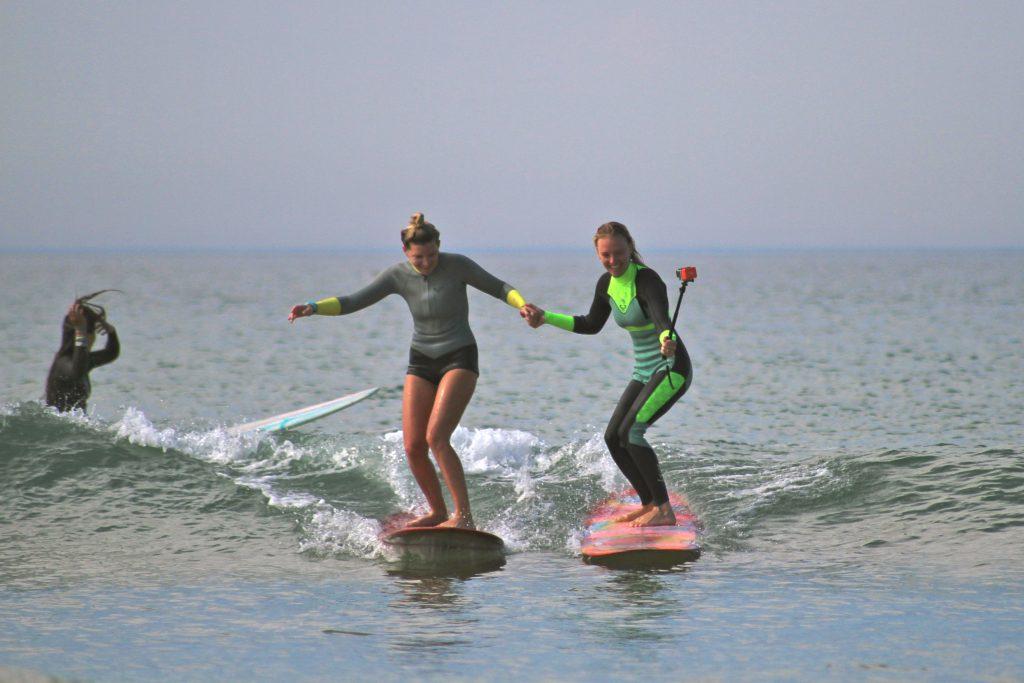 Elles Surf l association surfer entre filles.JPG 98