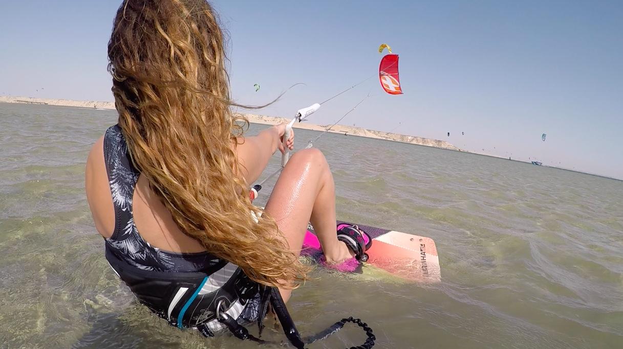 kitesurf et yoga Dakhla voyage sportif entre filles kitesurf et yoga à Dakhla