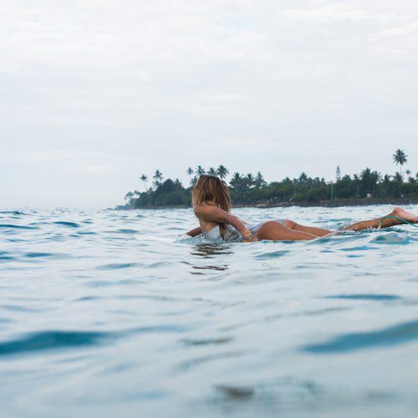SiriKit surfeuse portrait santamila healthy girl 2