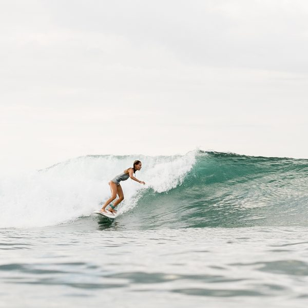 SiriKit surfeuse portrait santamila healthy girl 5