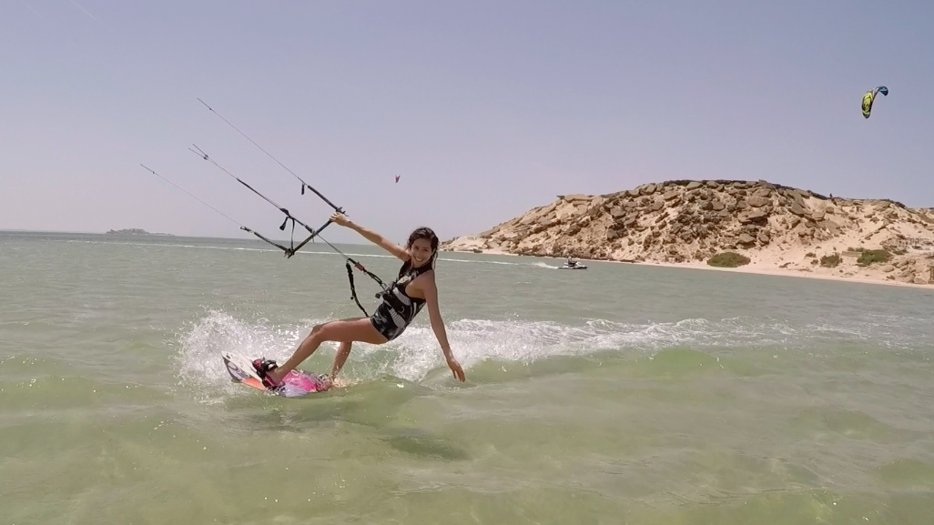 kitesurf et yoga dakhla voyage sportif entre filles