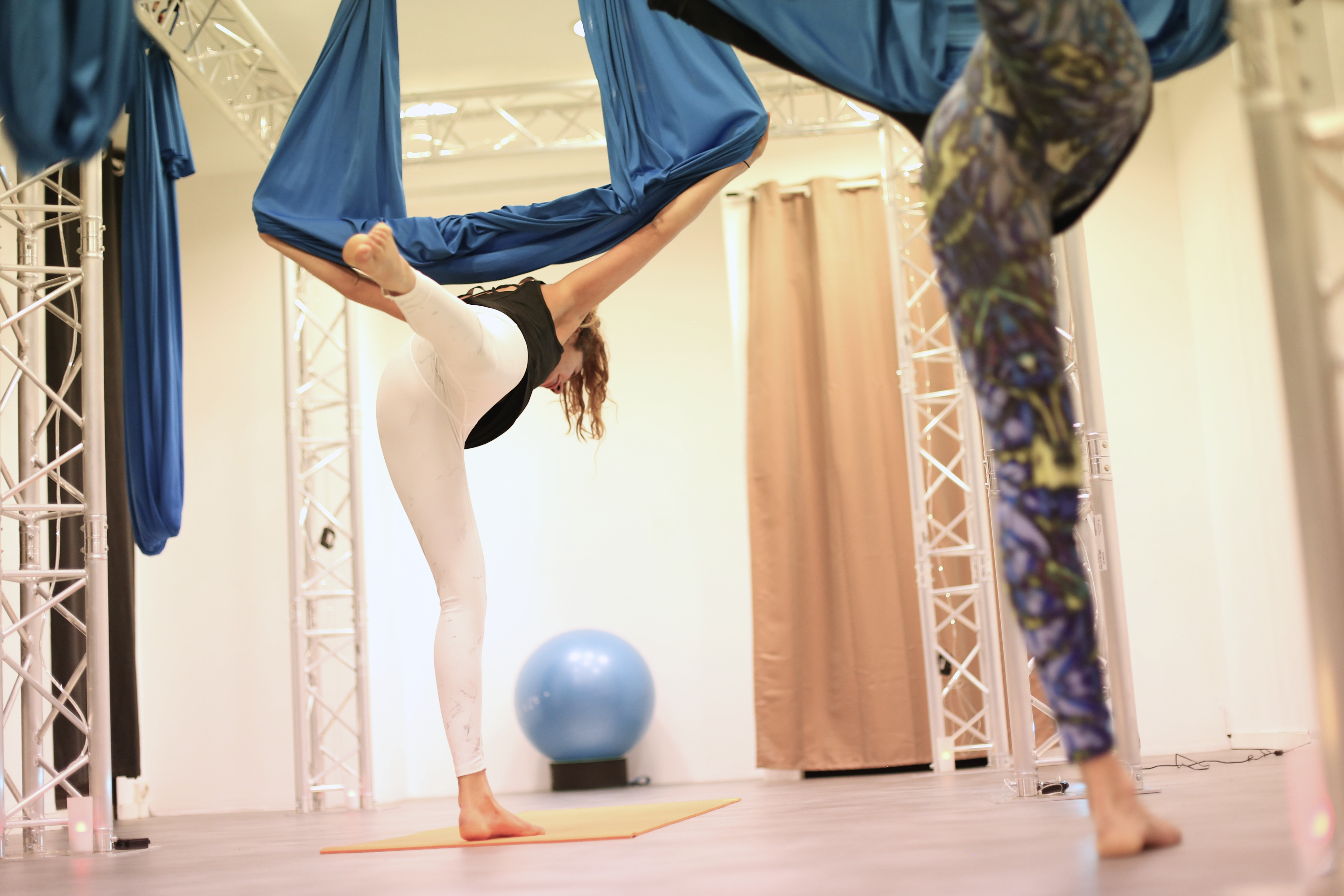 fly yoga yoga aerien santamila 50