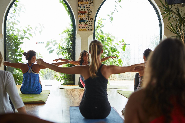 6 astuces pour éviter le coup de blues de la rentrée grâce au sport Pilates SantaMILA.jpg 2