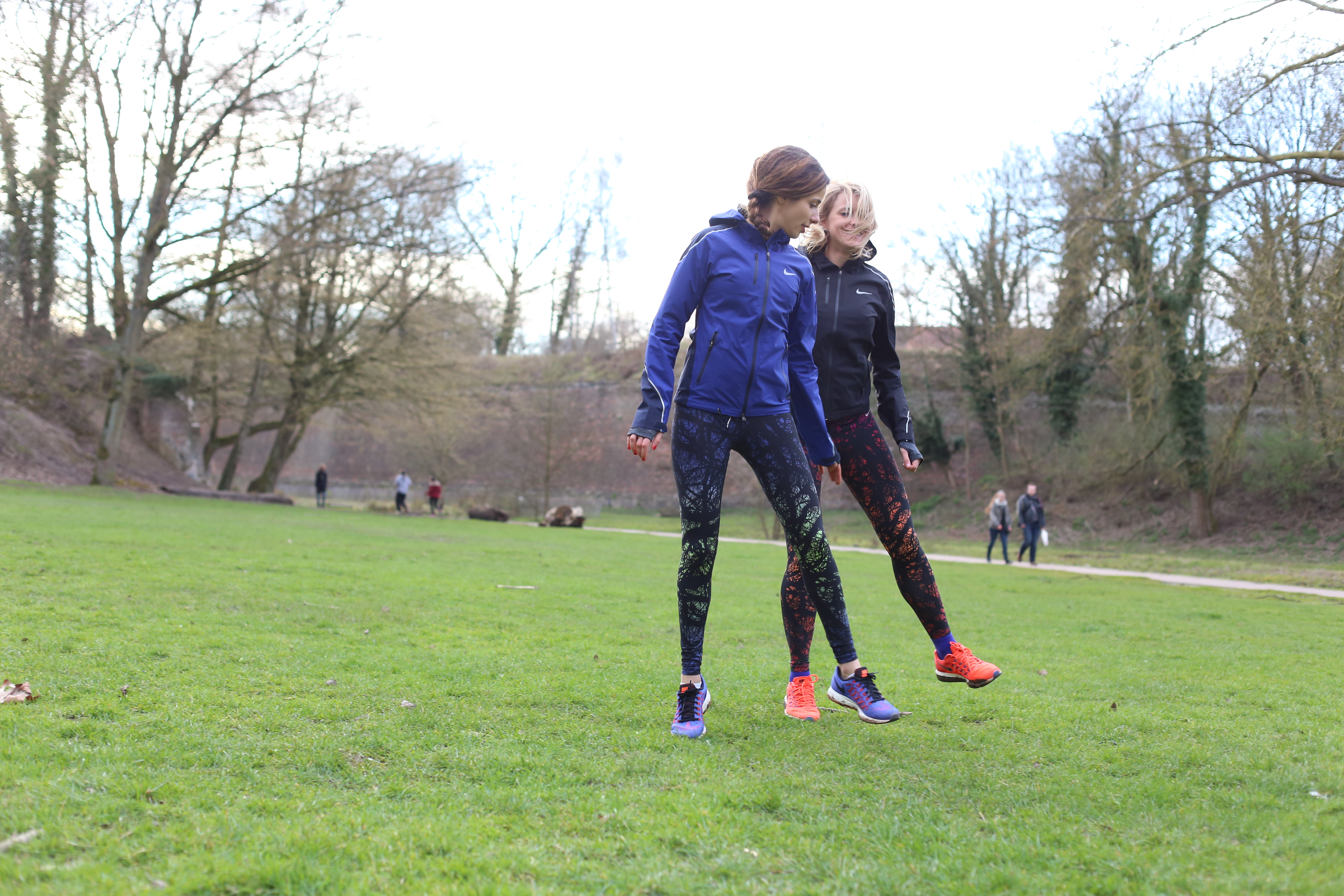Conception innovante feb67 37fbf Running Tenue Femme Nike Veste et Legging (12) - Santa Mila