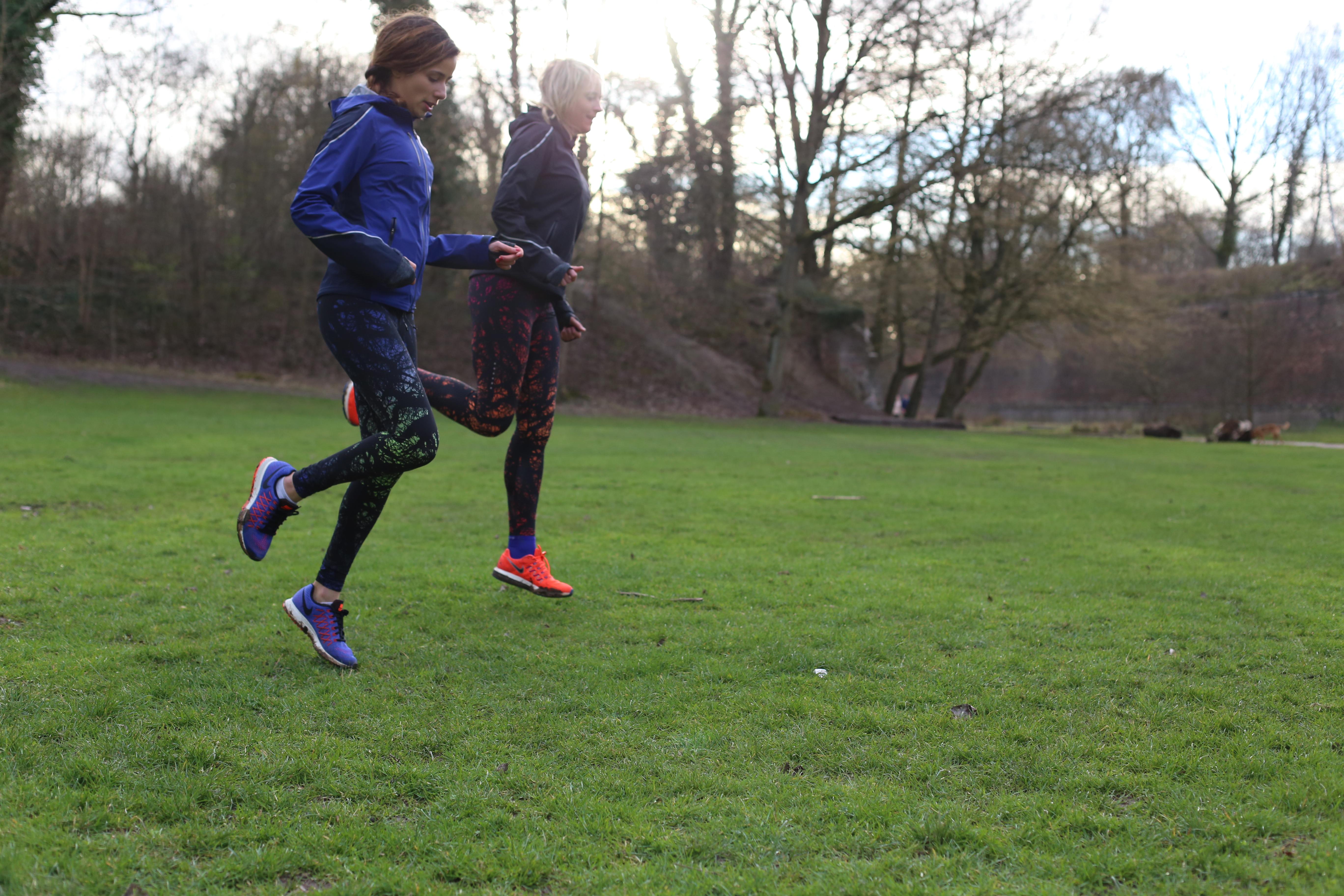 nouveau concept 843cd 6e280 Running Tenue Femme Nike Veste et Legging (13) - Santa Mila