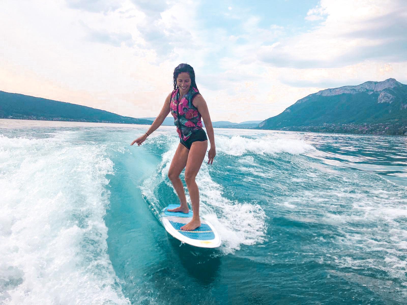 Wakesurf girl Annecy Santamila1
