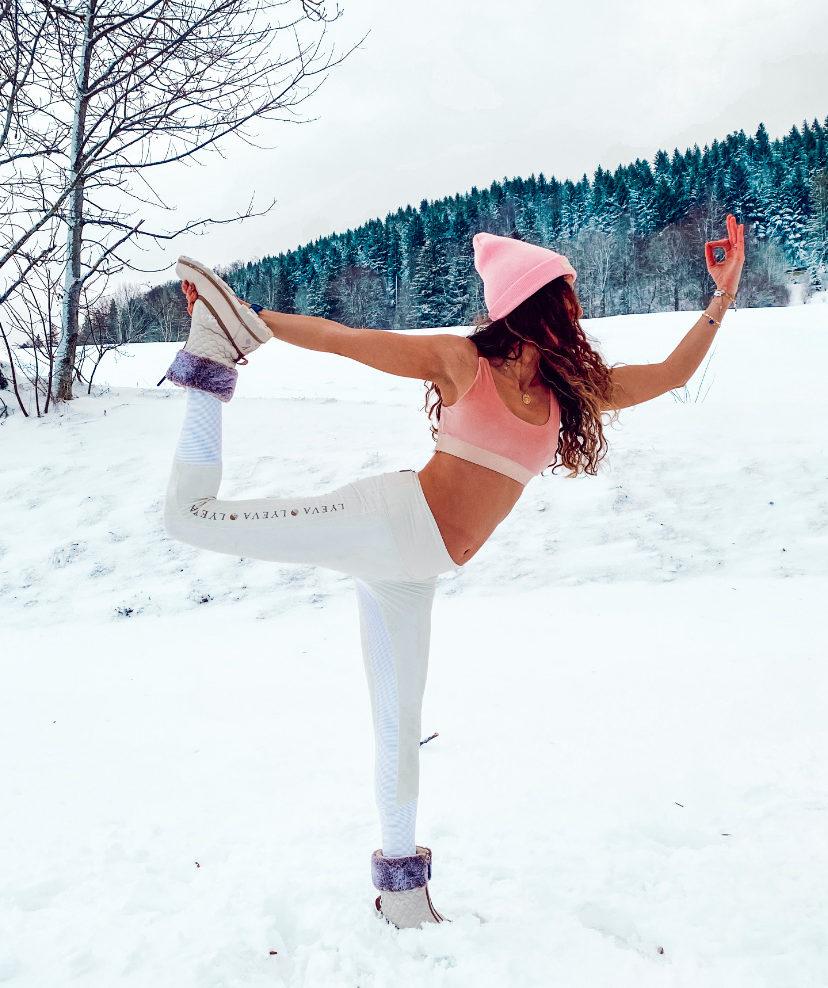 5 postures de yoga pour préparer son corps pour le ski